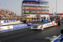 Top Alcohol Dragster final: Shelly Howard and Ashley Force