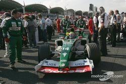 Mark Webber arrives on the starting grid
