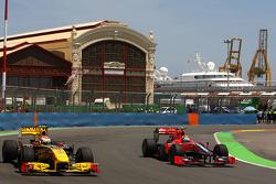 Vitaly Petrov, Renault F1 Team and Lucas di Grassi, Virgin Racing