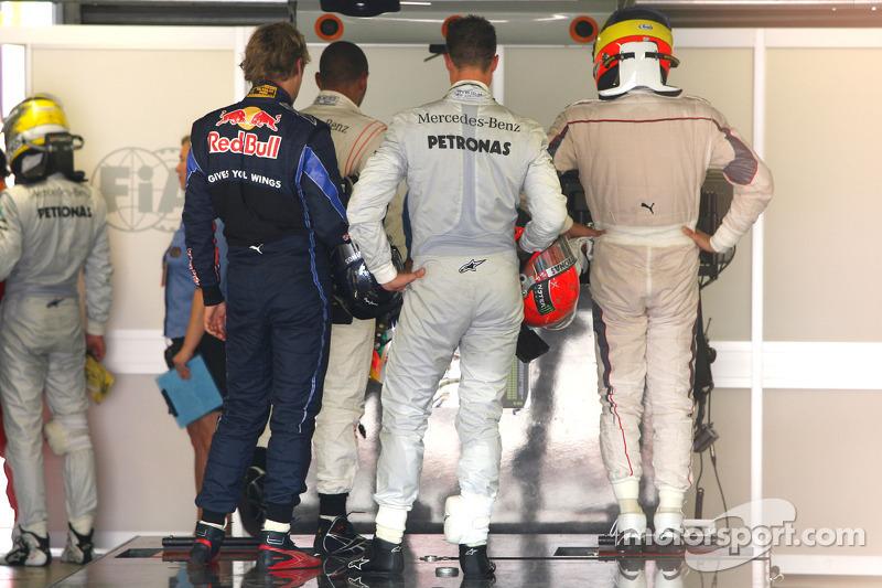 Polepositie Sebastian Vettel, Red Bull Racing en Michael Schumacher, Mercedes GP
