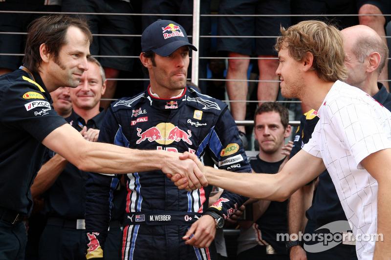 Red Bull team overwinning Mark Webber, Mark Webber, Red Bull Racing, Sebastian Vettel, Red Bull Racing