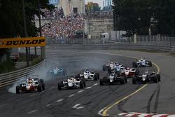 Start: Roberto Merhi, Mücke Motorsport Dallara F308 Mercedes,Alexander Sims, ART grand Prix Dallara F308 Mercedes