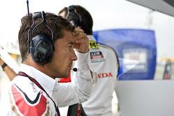 LCR Honda MotoGP manager Lucio Cecchinello na de crash van Randy De Puniet, LCR Honda MotoGP