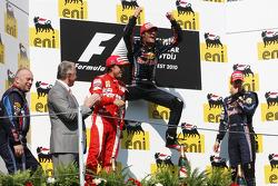 Podium: race winnaar Mark Webber, Red Bull Racing, 2de Fernando Alonso, Scuderia Ferrari, 3de Sebastian Vettel, Red Bull Racing