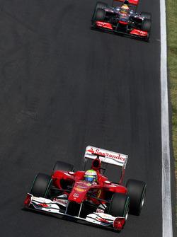 Felipe Massa, Scuderia Ferrari rijdt voor Lewis Hamilton, McLaren Mercedes