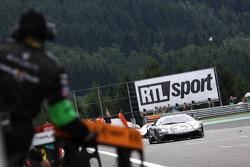 #25 Reiter Lamborghini Murcielago R: Ricardo Zonta, Frank Kechele passeert de finishvlag