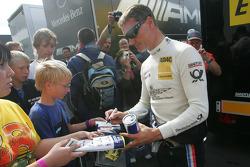 David Coulthard, Mücke Motorsport signing autographs