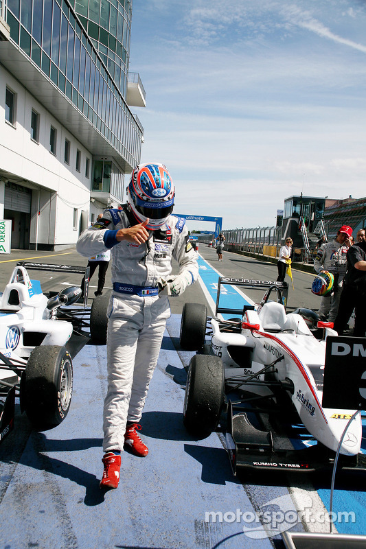 Race winnaar Edoardo Mortara, Signature, Dallara F308 Volkswagen