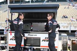 Helio Castroneves, Team Penske and Ryan Briscoe, Team Penske