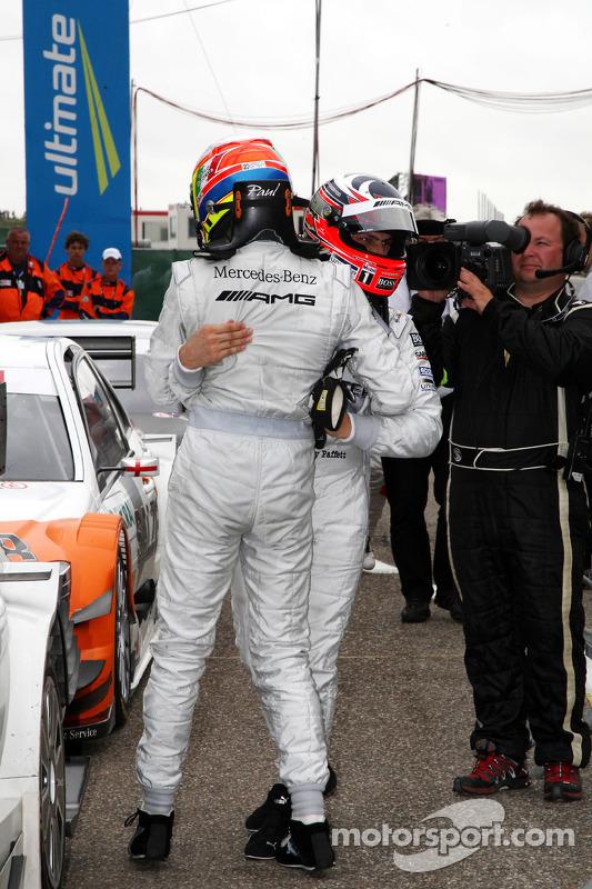 Race winnaar Gary Paffett, Team HWA AMG Mercedes C-Klasse met Paul di Resta, Team HWA AMG Mercedes C-Klasse