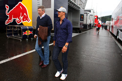 Ross Brawn, director de equipo, Mercedes GP y Michael Schumacher, Mercedes GP