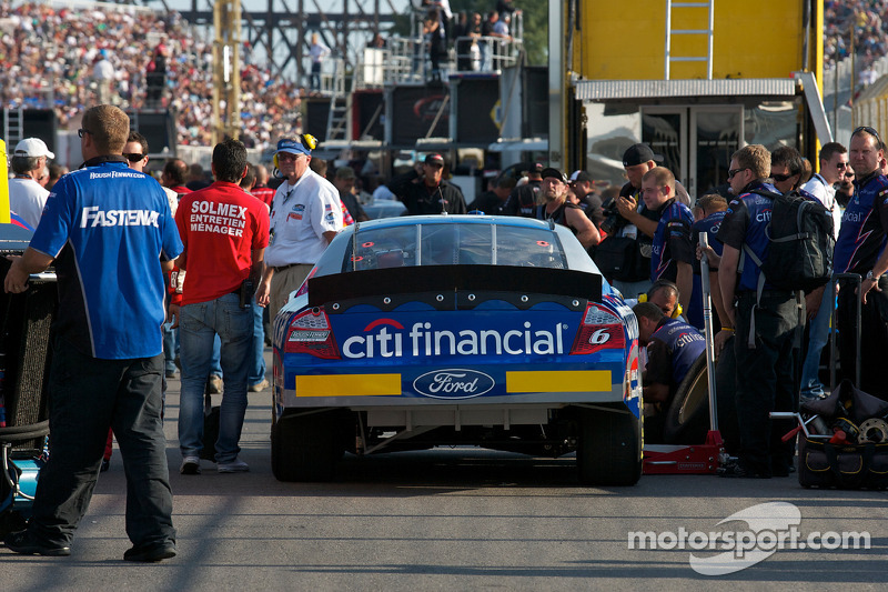 Auto van Ricky Stenhouse Jr. in de kwalificatie line
