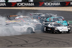 Start: #23 Sumo Power GT Nissan GT-R: Michael Krumm, Peter Dumbreck spins