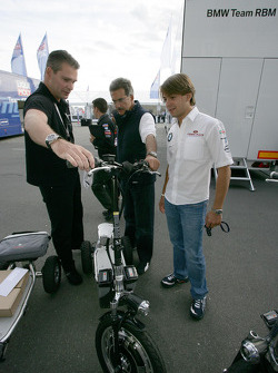 Dr. Mario Theissen get a new e-bikeboard, Augusto Farfus BMW Team RBM BMW 320si