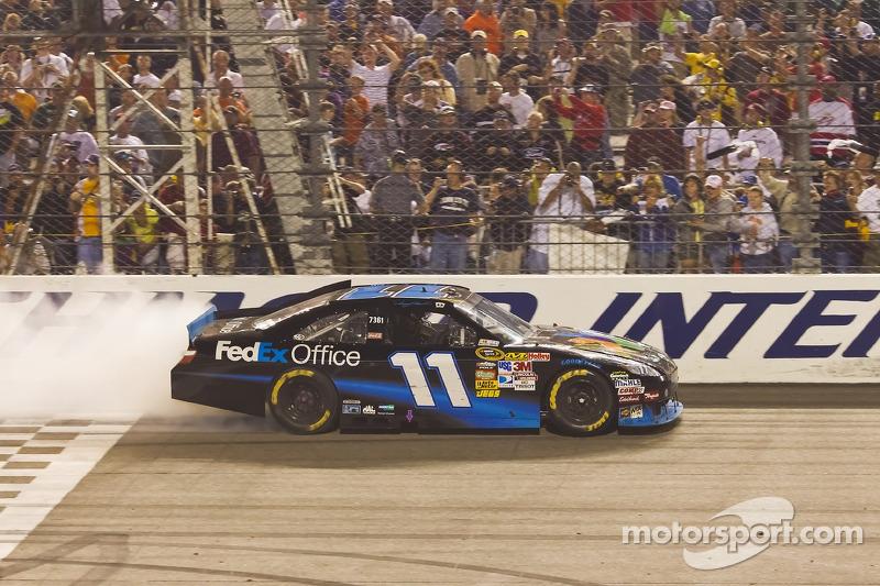 Race winnaar Denny Hamlin;Joe Gibbs Racing Toyota