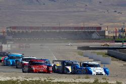 Start: #01 Chip Ganassi Racing with Felix Sabates BMW Riley: Scott Pruett, Memo Rojas, #99 GAINSCO/ Bob Stallings Racing Chevrolet Riley: Jon Fogarty, Alex Gurney gaat breed