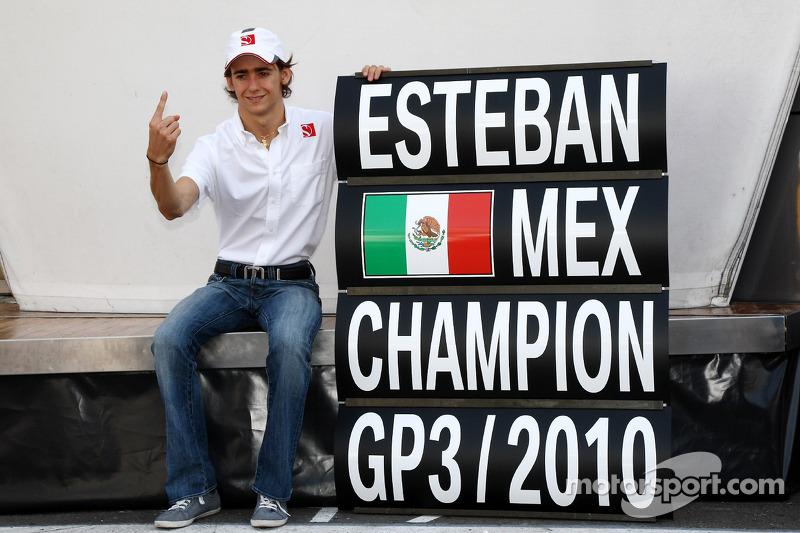 2010 Esteban Gutiérrez celebra el Campeonato de la GP3, con BMW Sauber F1 Team