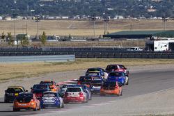 Départ ST : la #91 APR Motorsport Volkswagen GTI d'Ian Baas et Aaron Povoledo mène le peloton