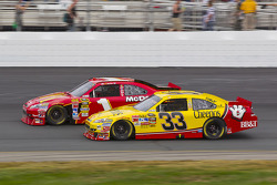 Jamie McMurray, Earnhardt Ganassi Racing Chevrolet et Clint Bowyer, Richard Childress Racing Chevrolet