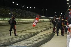 Andretti Autosport crew waits for Marco Andretti