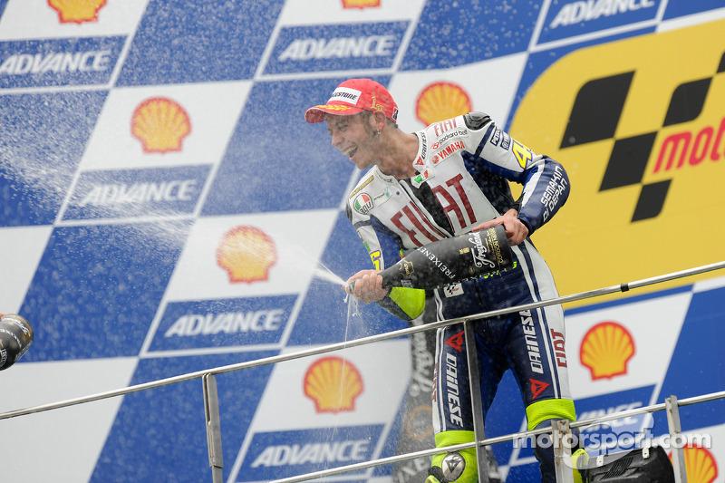 Podium : premier Valentino Rossi, Fiat Yamaha Team