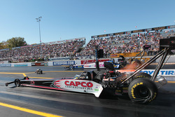 Steve Torrance competes against Shawn Langdon during round 1