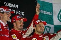 Podium: race winnaar Fernando Alonso, Scuderia Ferrari, 2de Felipe Massa, Scuderia Ferrari, en Chris Dyer, Scuderia Ferrari, Track Engineer Fernando Alonso