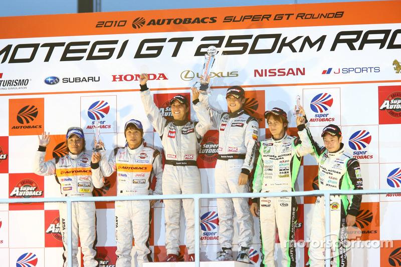 Podium GT300 kampioenen: #3 Hasemi SportTomica Z: Kazuki Hoshino, Masataka Yanagida, 2nde: #43 Arta Garaiya: Morio Nitta, Shinichi Takagi, 33de #7 M7 Mutiara Motors Amemiya SGC-7: Nobuteru Tanigichi, Ryo Orime