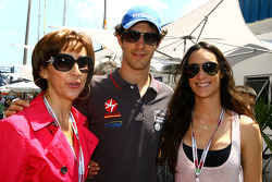 Bruno Senna, Hispania Racing F1 Team and his mother Viaviane and his sister Bianca