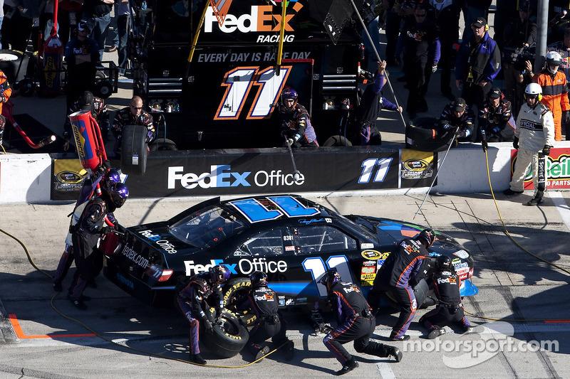Arrêt aux stands pour Denny Hamlin, Joe Gibbs Racing Toyota