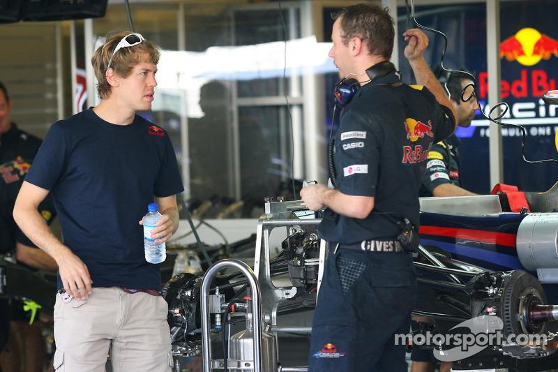 Sebastian Vettel, Red Bull Racing bekijkt zijn wagen