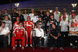 Bernie Ecclestone with the drivers and team bosses