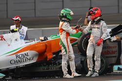 Vitantonio Liuzzi, Force India F1 Team en Michael Schumacher, Mercedes GP crash