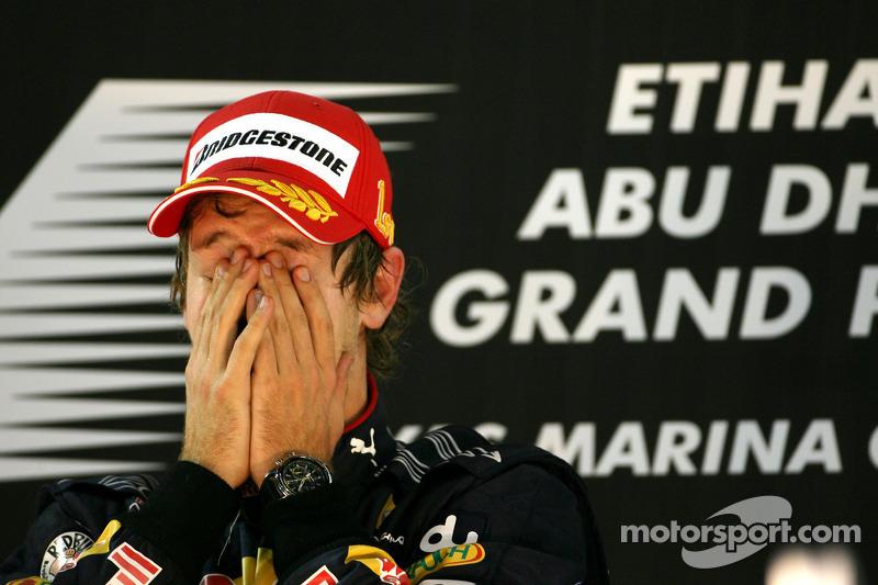 Подіум: переможець гонки та чемпіон світу 2010 року Себастьян Феттель, Red Bull Racing