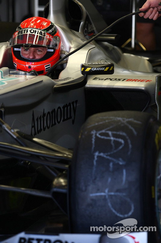 Michael Schumacher, Mercedes GP Petronas op oude banden van Nico Rosberg