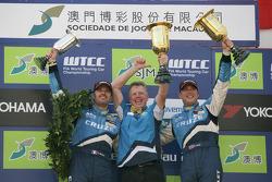 Podium Race 1, 2nd Yvan Muller, Chevrolet, Chevrolet Cruze LT, Eric Neve, Chevrolet, Chevrolet Cruze LT