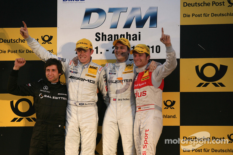 Podium: race winnaar Gary Paffett, Team HWA AMG Mercedes, 2de Paul di Resta, Team HWA AMG Mercedes, 3de Timo Scheider, Audi Sport Team Abt