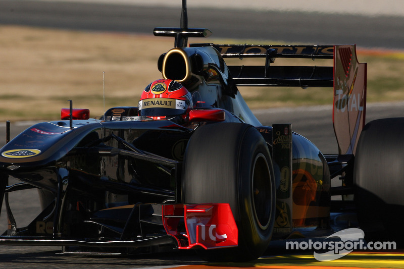Robert Kubica, Lotus Renault GP, R31 with his moveable rear wing