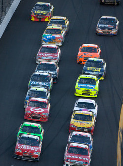 Restart: Trevor Bayne, Wood Brothers Racing Ford and Tony Stewart, Stewart-Haas Racing Chevrolet lead the field