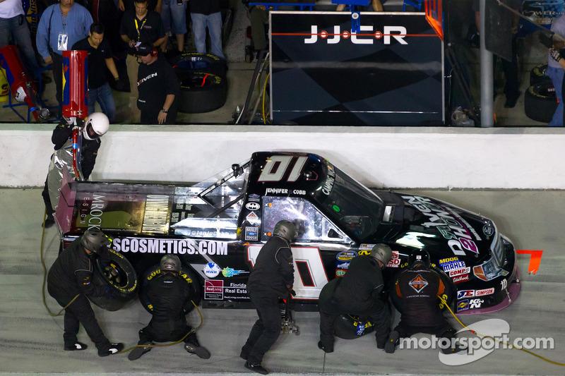 Pit stop for Jennifer Jo Cobb, Jennifer Jo Cobb Racing Ford
