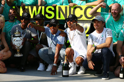 Lewis Hamilton, Mercedes AMG F1 W07  celebrates with the team