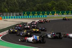 Пьер Гасли, PREMA Racing едет впереди Антонио Джовинацци, PREMA Racing и Нормана Нато, Racing Engineering на старте