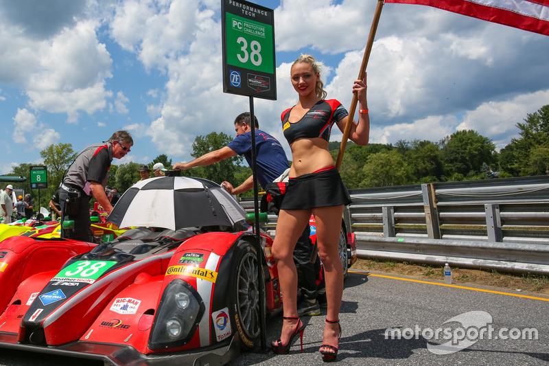 Chica de la parrilla del #38 Performance Tech Motorsports ORECA FLM09: James French, Kyle Marcelli