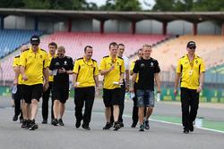 Alan Permane, Renault Sport F1 Team and Kevin Magnussen, Renault Sport F1 Team
