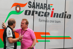 Robert Fernley, Sahara Force India F1 Team, stellvertretender Teamchef, mit Jonathan Palmer