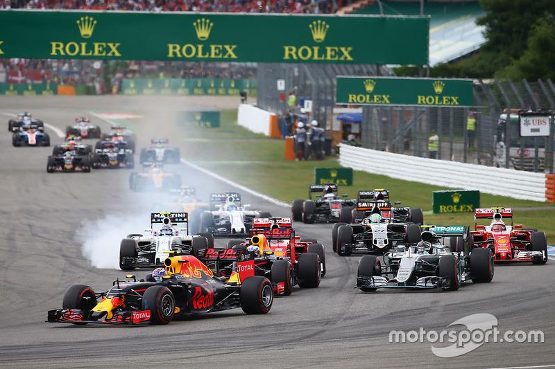 Max Verstappen, Red Bull Racing RB12 al inicio de la carrera