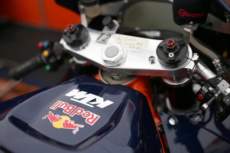 Detalle de LA moto KTM RC16