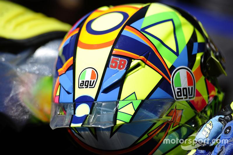 El número 58 de Marco Simoncelli en el casco de Valentino Rossi, Yamaha Factory Racing