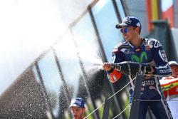 Podium: terecro, Jorge Lorenzo, Yamaha Factory Racing celebra con champagne