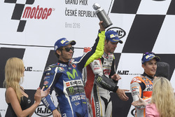 Podium: ganador, Cal Crutchlow, Team LCR Honda, segundo, Valentino Rossi, Yamaha Factory Racing, tercero, Marc Márquez, Repsol Honda Team